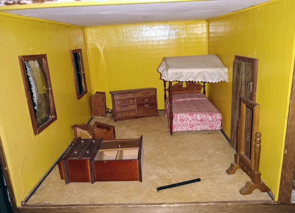Close up of yellow bedroom.