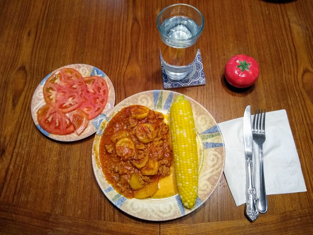 Zucchini lasagna with corn on the cob and sliced tomatoes.