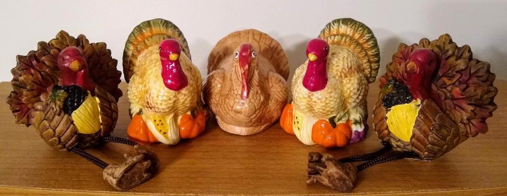 5 turkey figurines