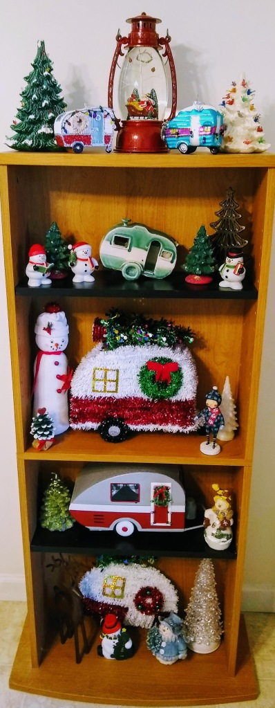 Small bookshelf with camper, snowmen and Christmas tree decorations