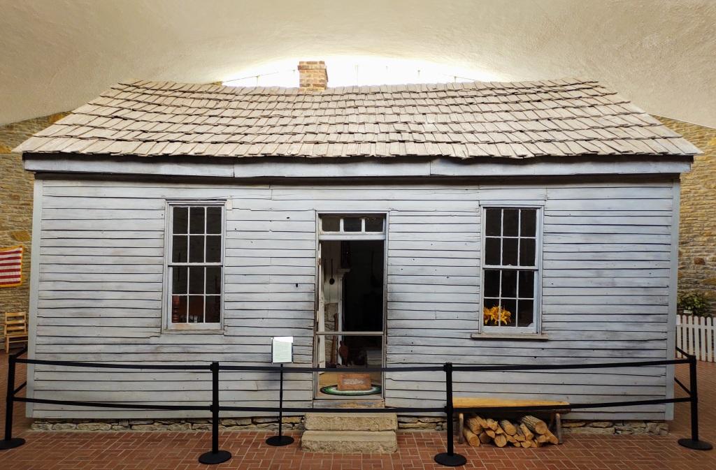 Cabin where Mark Twain was born.
