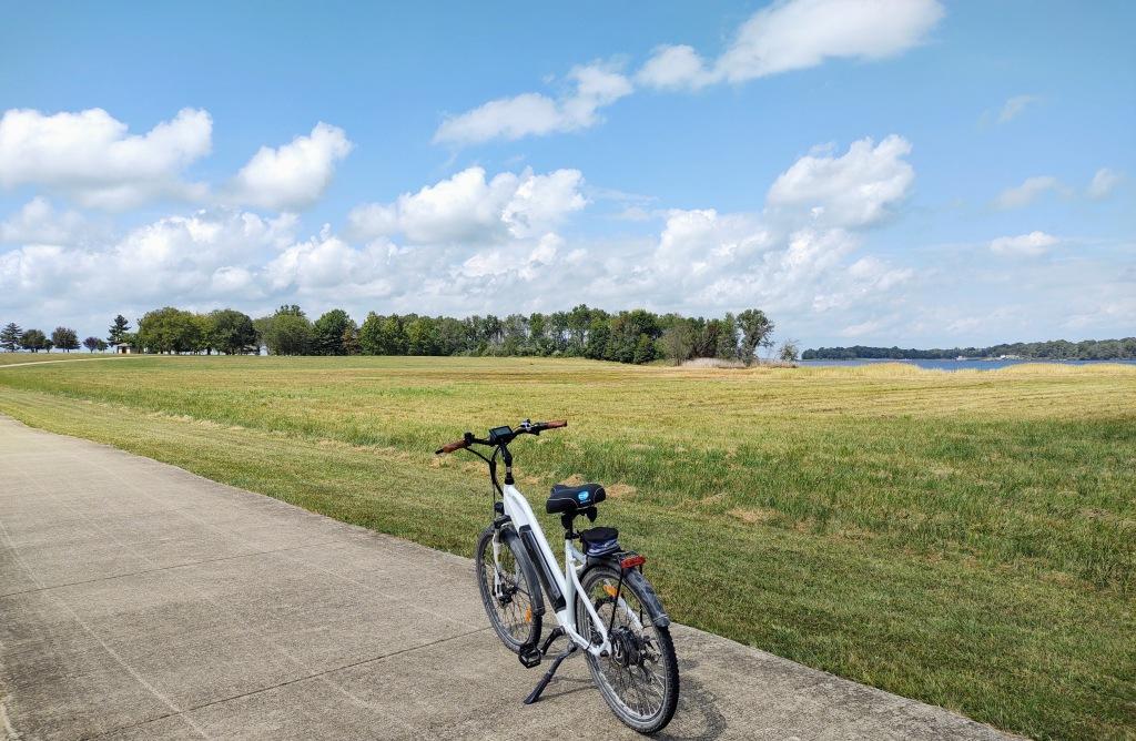 Bike on bike trail at Rend Lake.